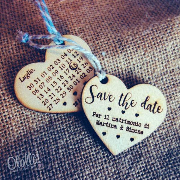 partecipazione-tag-legno-calendario-cuore22