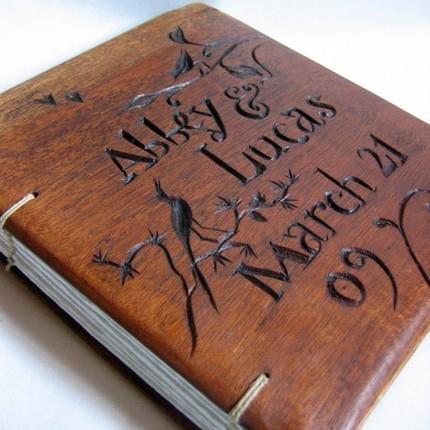 guestbook-libro-legno-intagliato
