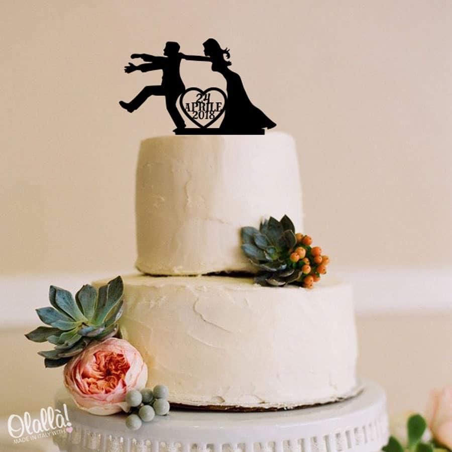 cake-topper-donna-che-spinge-uomo-personalizzato-data-matrimonio