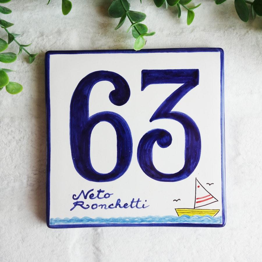 Numeri Civici In Ceramica.Numero Civico In Ceramica Quadrato Con Barchetta Olalla