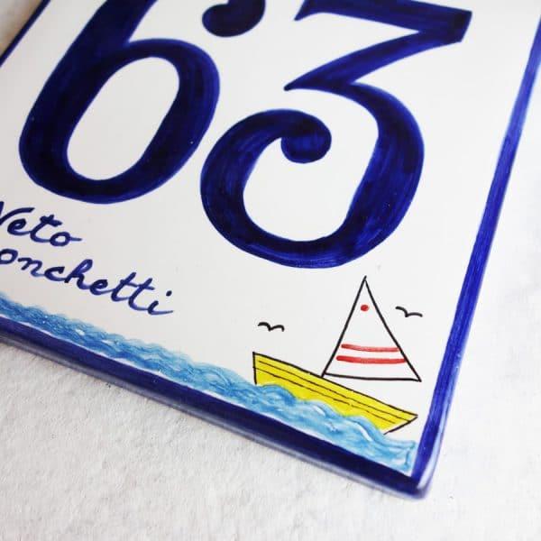 numero-civico-personalizzato-ceramica-regalo-barca-estivo2