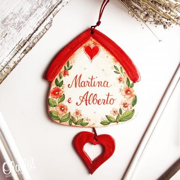 casetta-ceramica-con-nomi-inizio-convivenza-cuore-pendente-regalo-personalizzato