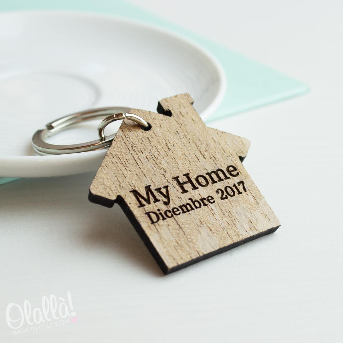 portachiavi in legno personalizzato casetta idea regalo