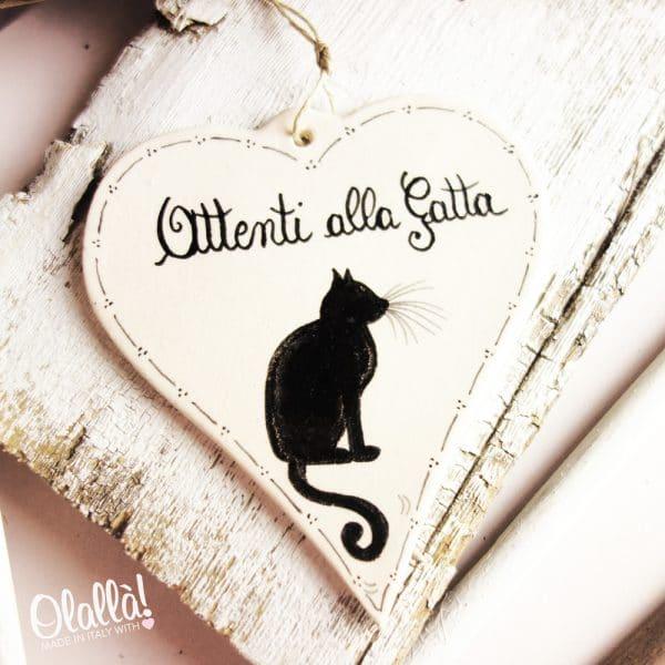 targhetta-ceramica-attenti-gatto-cuore-personalizzata