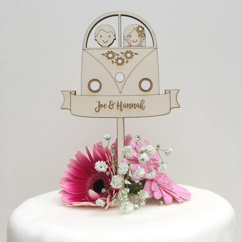 Auguri Matrimonio Hippie : Cake topper con i nomi della vostra coppia per una torta
