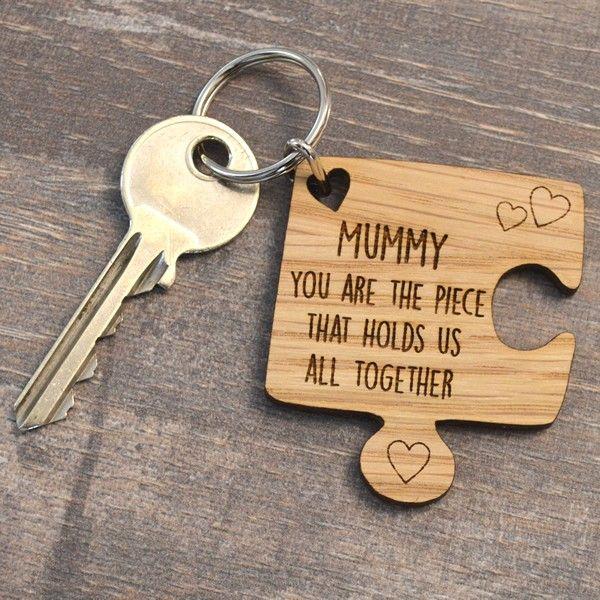 """Dolcissima l idea di regalare alla tua dolce mamma un portachiavi a forma di  pezzo di puzzle con sopra incisa una frase per lei del tipo """"mamma tu sei  il ... 63367e7eab1"""