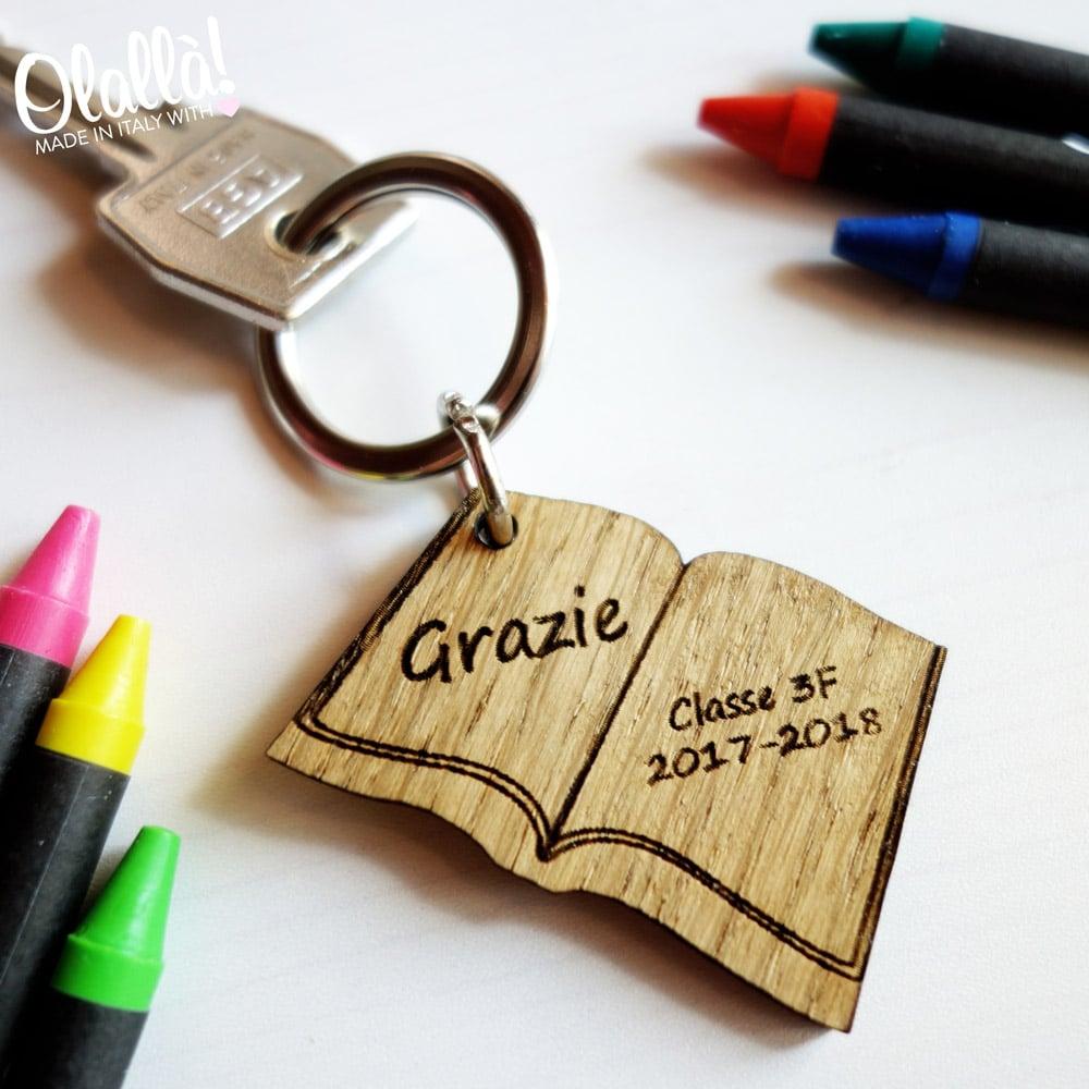 Portachiavi a libro idea regalo maestra o insegnante olalla for Idea per regalo