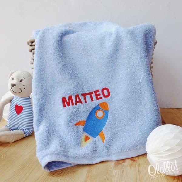 asciugamano-personalizzato-bambino-razzo-scuola-materna