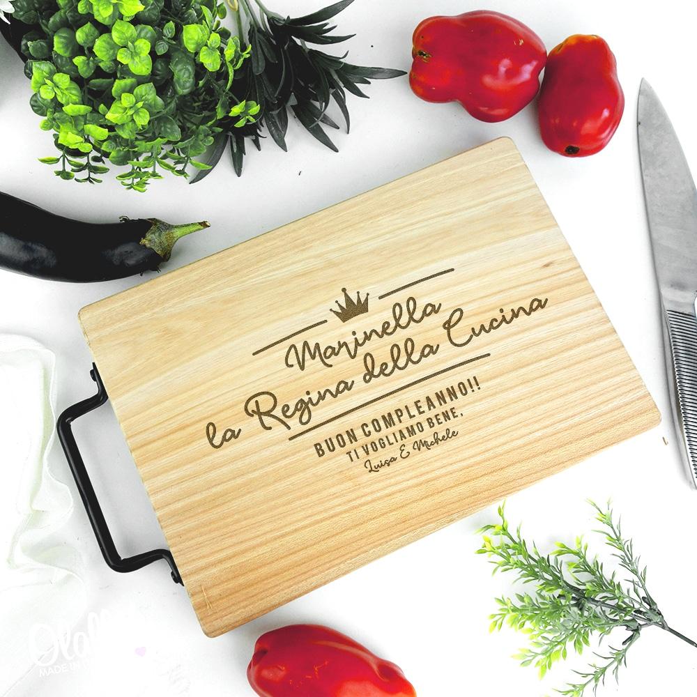 Tagliere personalizzato regina della cucina idea for Regalo mobili cucina