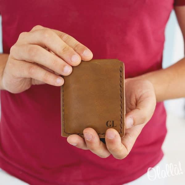 portafoglio-regalo-pensione-iniziali-personalizzato