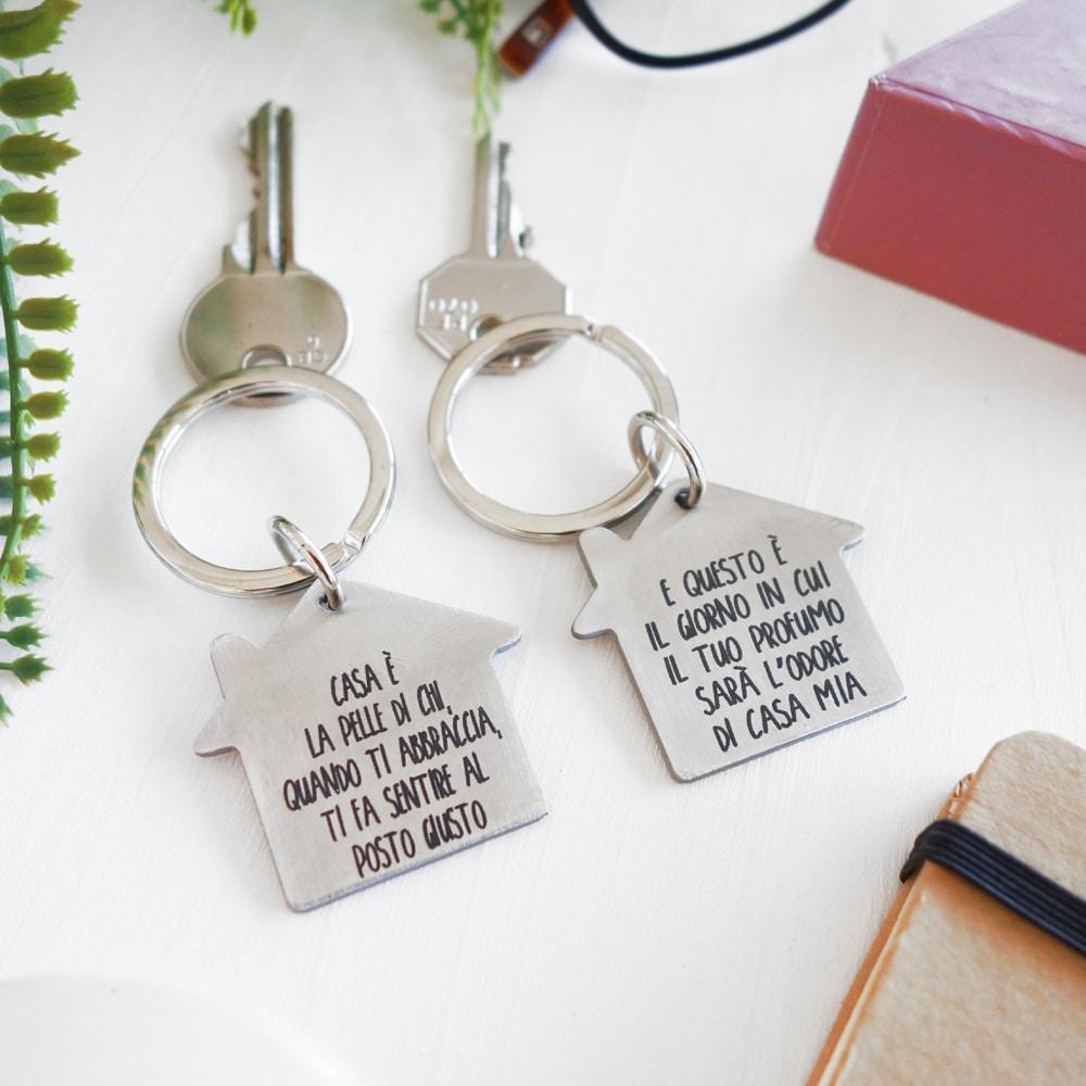 Portachiavi casa inciso idea regalo casa nuova messaggio a for Idee regalo per casa nuova