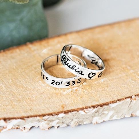 anello-argento-fedine-incise-mano-scritta-nera