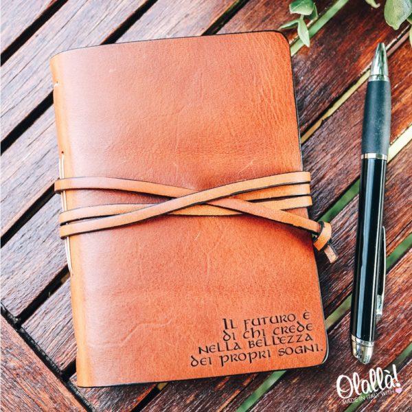quaderno-pelle-personalizzato-regalo-laurea-scrittore-motivazionale